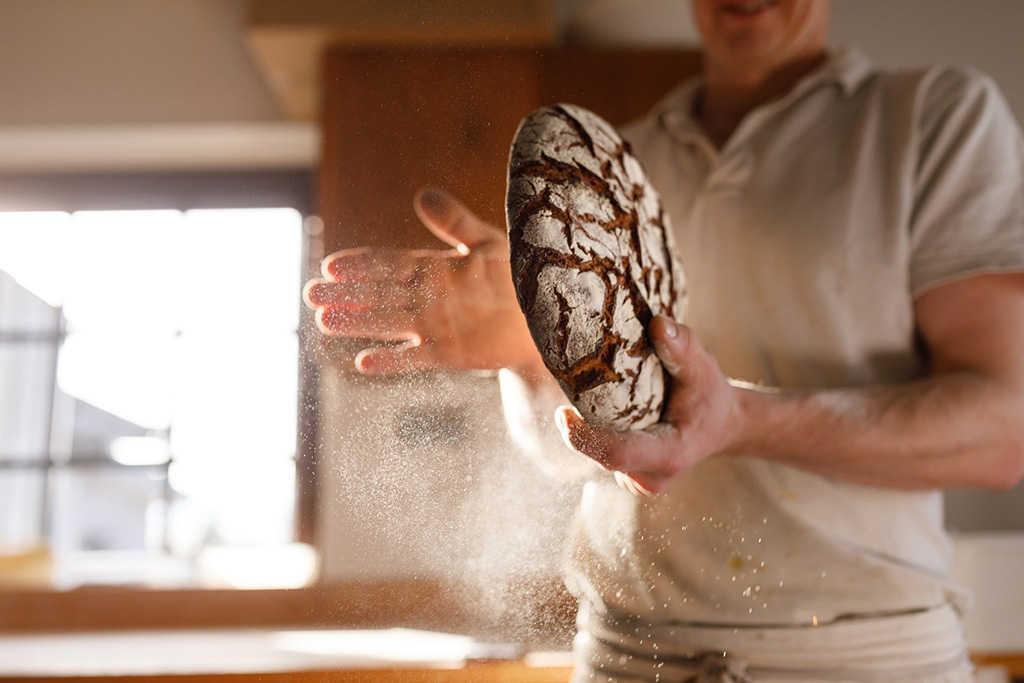 ¿En riesgo la producción del popular baguette?: En Francia hacen falta unos 3 mil panaderos