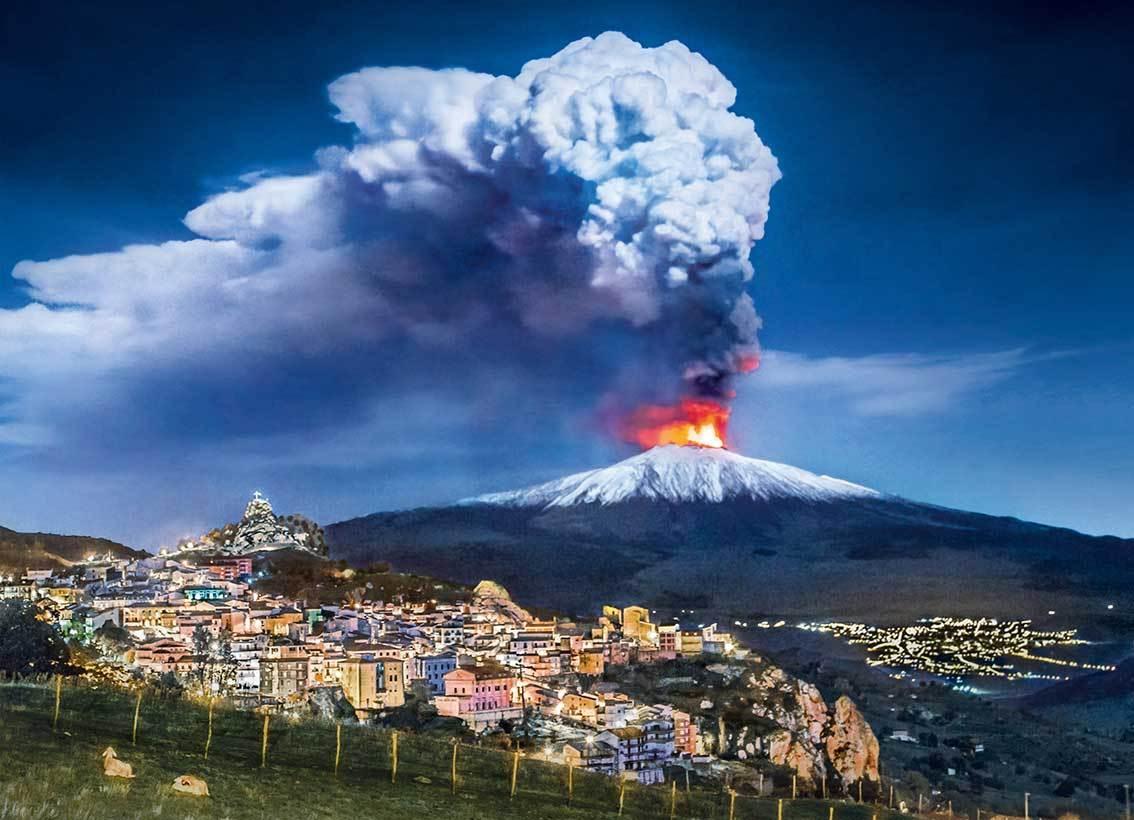 Italia cerró aeropuerto al sur de Sicilia por erupción del volcán activo más alto de Europa