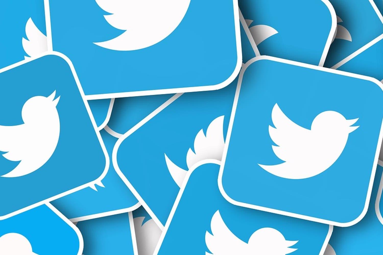 Twitter evalúa cobrar algunos servicios por su lento crecimiento económico