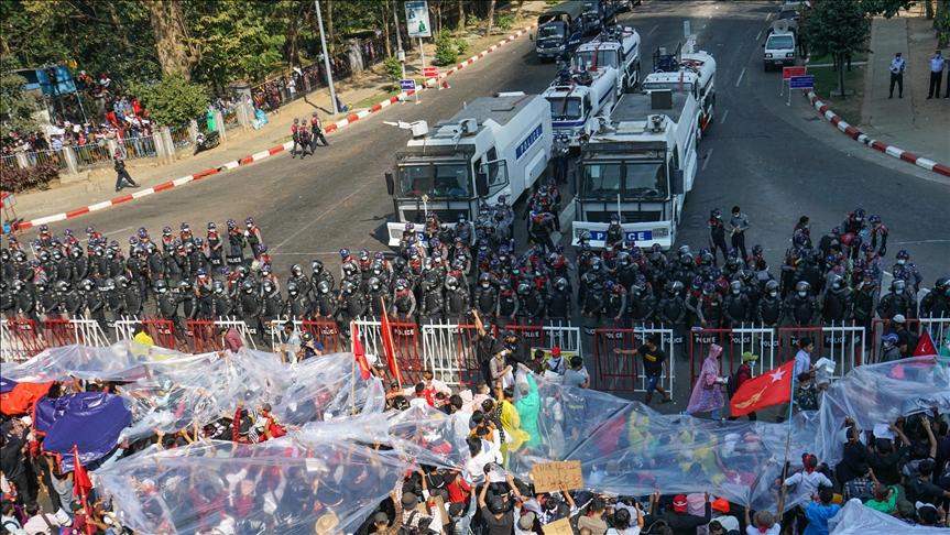 Manifestantes retan a la junta militar de Myanmar poblando sus calles contra el gobierno de facto