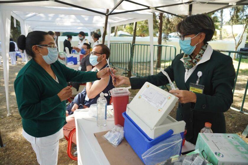 Muere una abuela mexicana minutos después de vacunarse la Sinovac para la covid-19