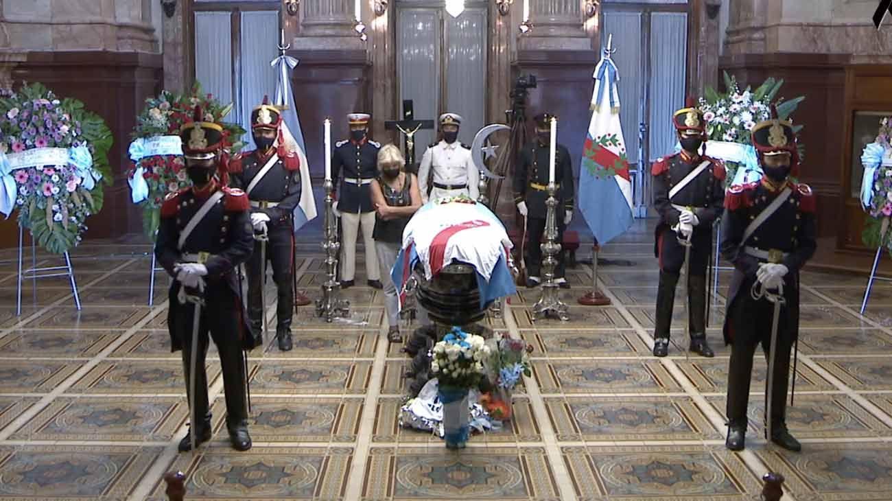 Argentinos se despiden de Menem en el Palacio Legislativo y el comunicado de Bolocco tras su muerte