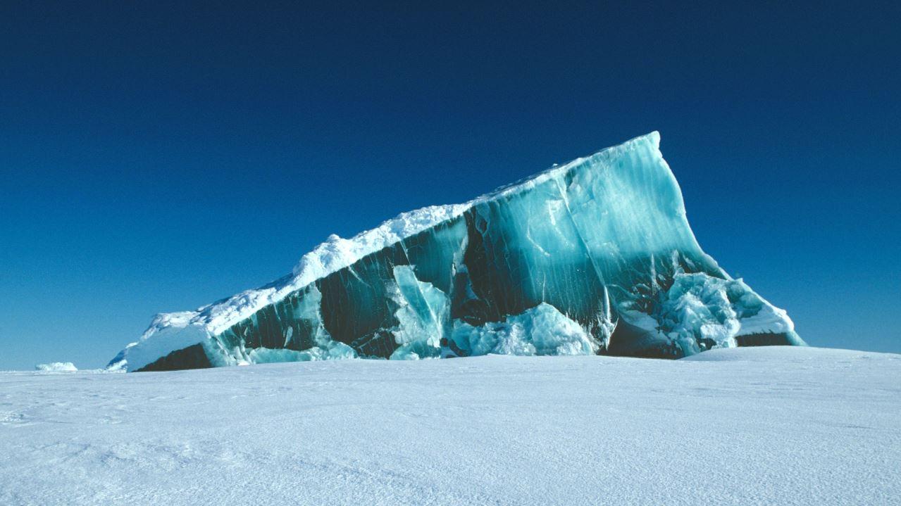 Iceberg gigante del tamaño de Londres se desprende de la Antártida (+Foto)