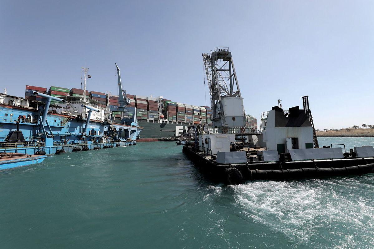 Canal de Suez recuperó su tráfico marítimo tras lograr reflotar el megabuque atascado