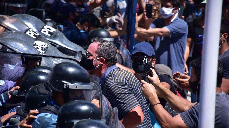 """""""Solo queremos trabajar"""": El grito de los habitantes de Formosa tras jornada de represión por rechazo a medidas de confinamiento por el Covid-19"""