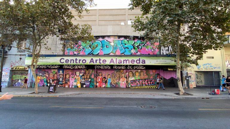 Centro Arte Alameda presenta nueva fachada junto a TODAS Colectivo de artistas urbanas feministas