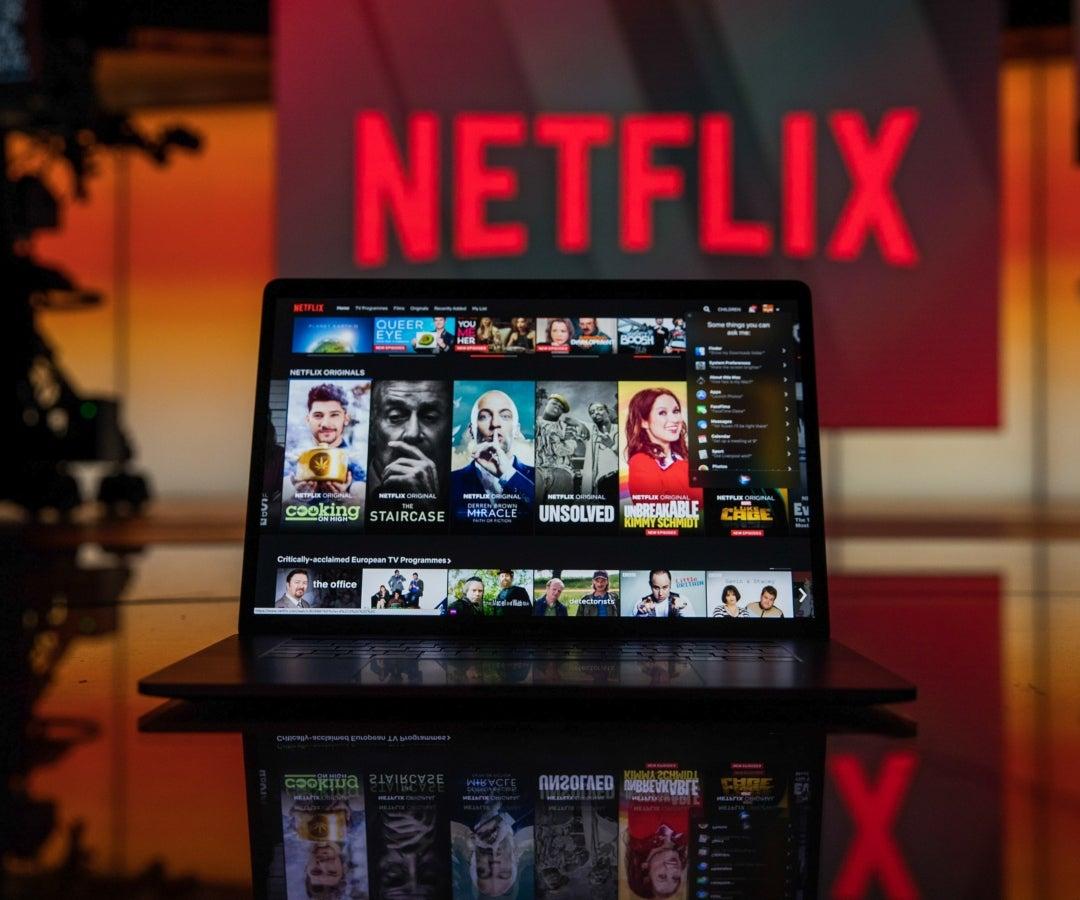 Netflix pone freno y evitará que usuarios compartan su contraseña con personas que no viven con ellos