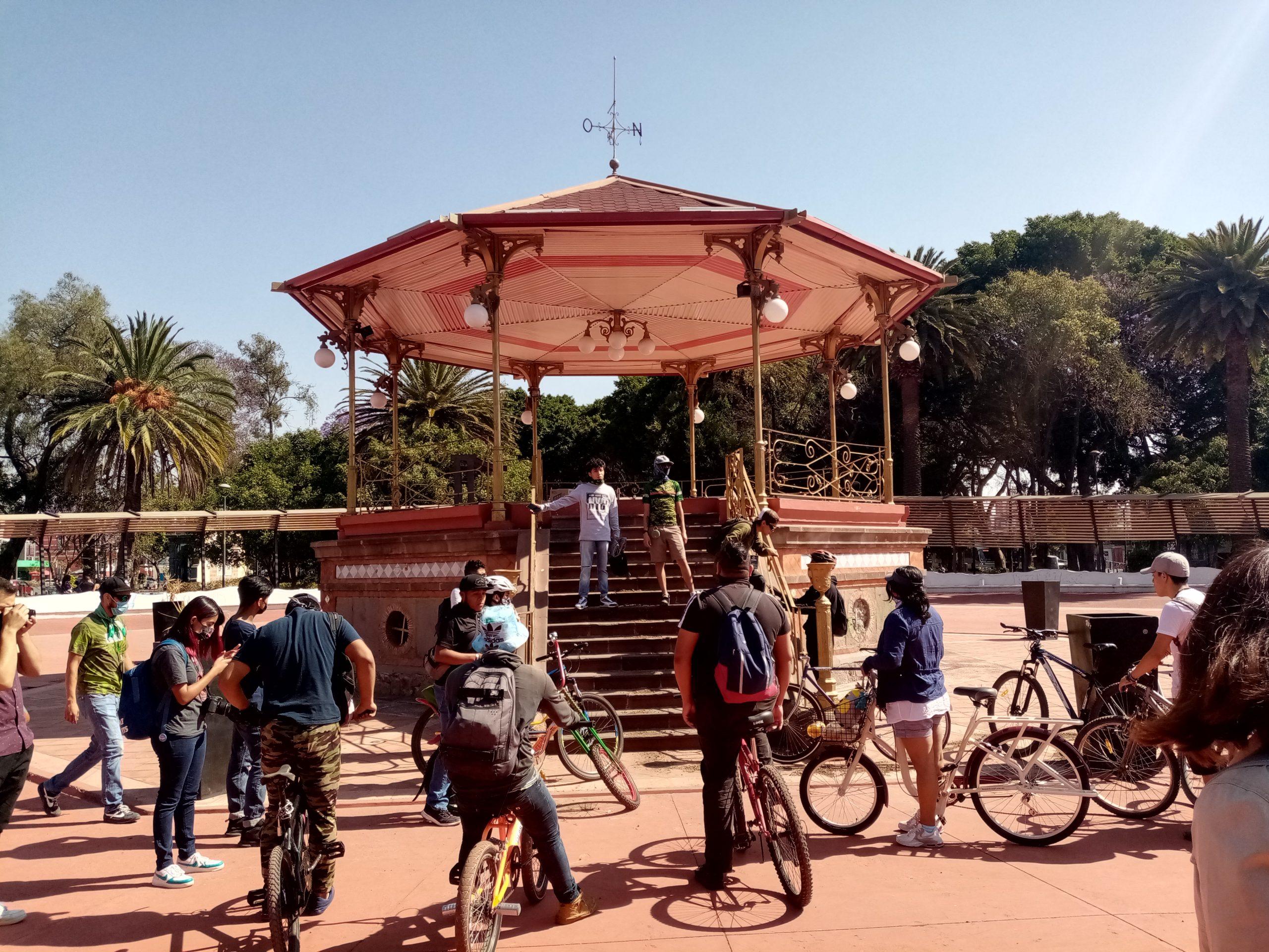 Diez kilómetros de resistencia: pedaleando por los derechos cannábicos