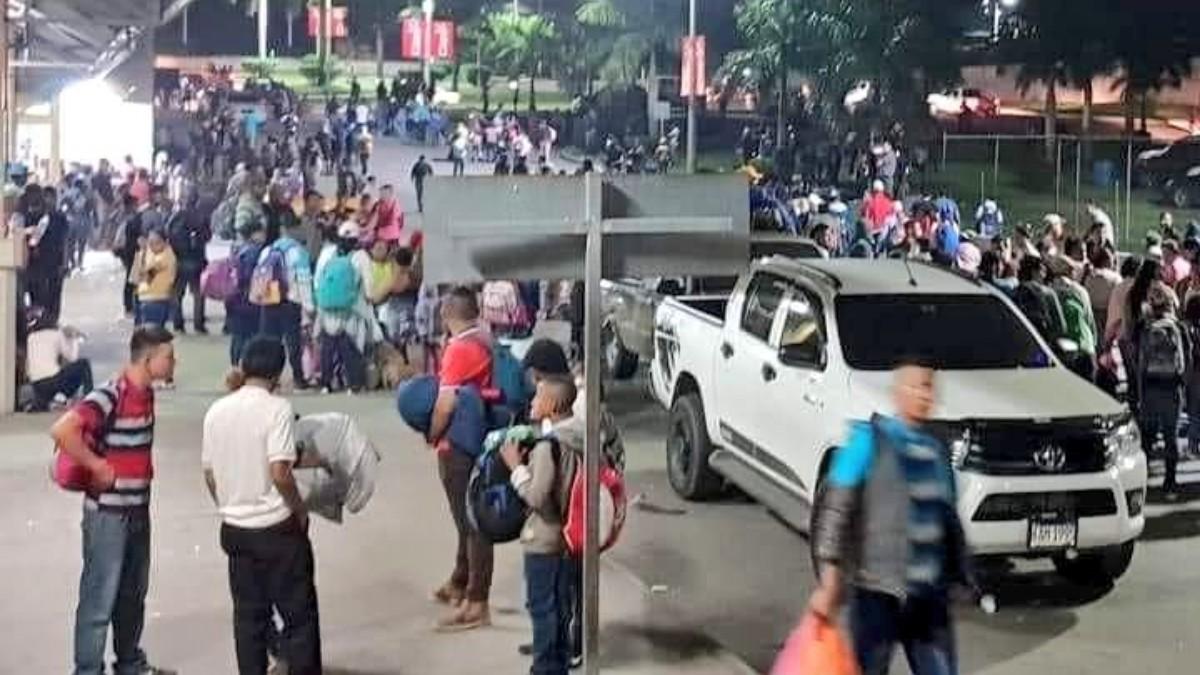 Caravana de migrantes es disuelta en la frontera con Guatemala