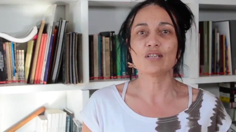 Periodista Paulina Acevedo fue detenida junto a su hijo mientras cubrían retiro de estatua de Baquedano