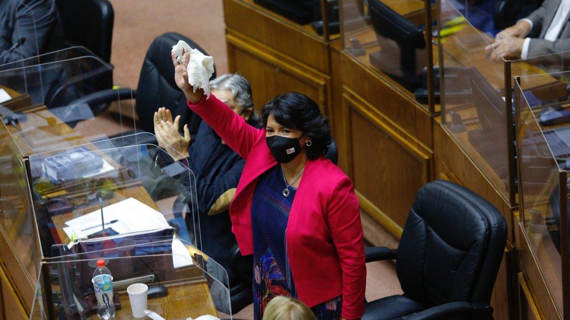 Histórico: Senadora Yasna Provoste se convierte en la primera mujer indígena en liderar uno de los tres poderes del Estado