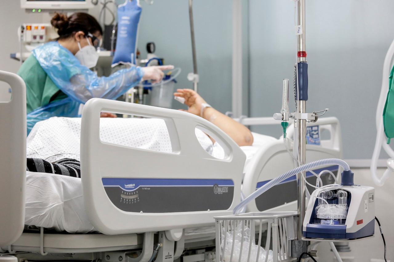 En los últimos 45 días se triplicó el número de hospitalizados en UCI menores de 40 años