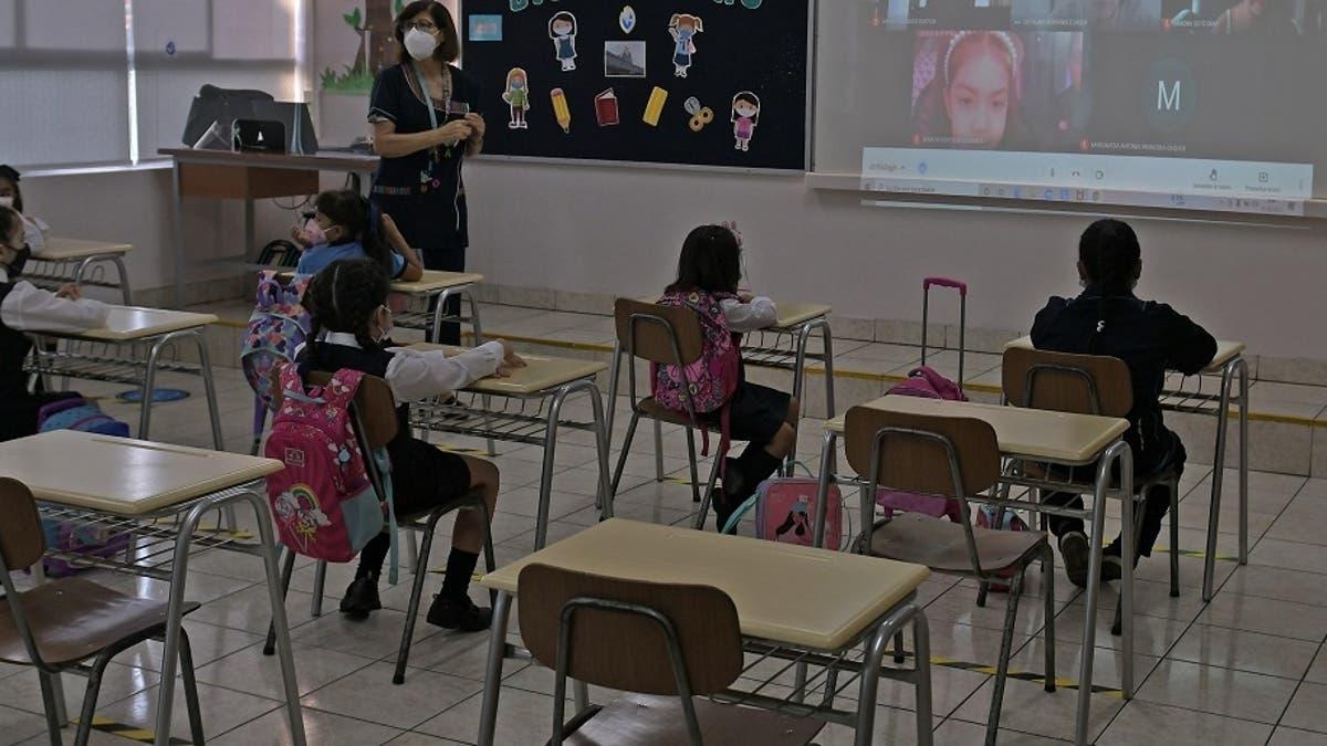 niños en clases presenciales