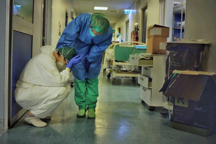Chile: El agotamiento del personal de salud ante la errática gestión e incumplimiento de promesas por parte del gobierno