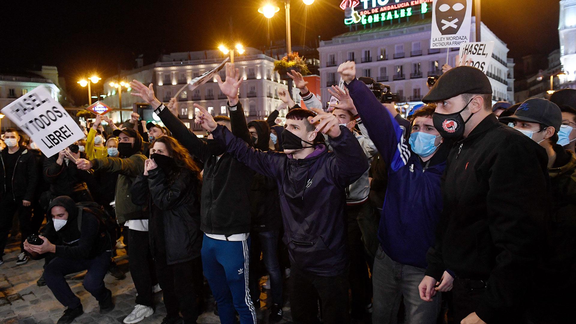Barcelona: Realizan marcha para exigir libertad de detenidos en protestas a favor del rapero Pablo Hasél