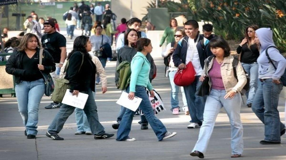 Censo oficial: uno de cada 4 hogares en México recibe fondos de algún programa social