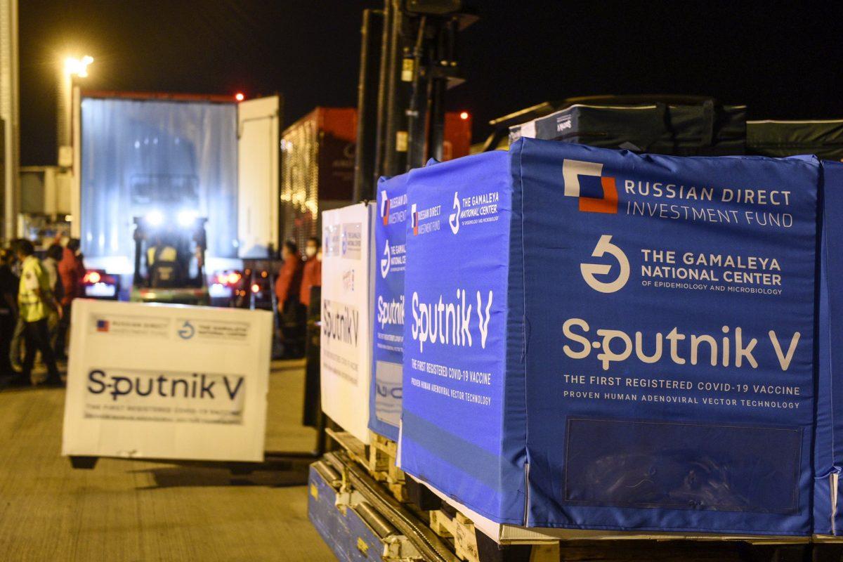 Argentina recibe otro vuelo con la vacuna rusa Sputnik V