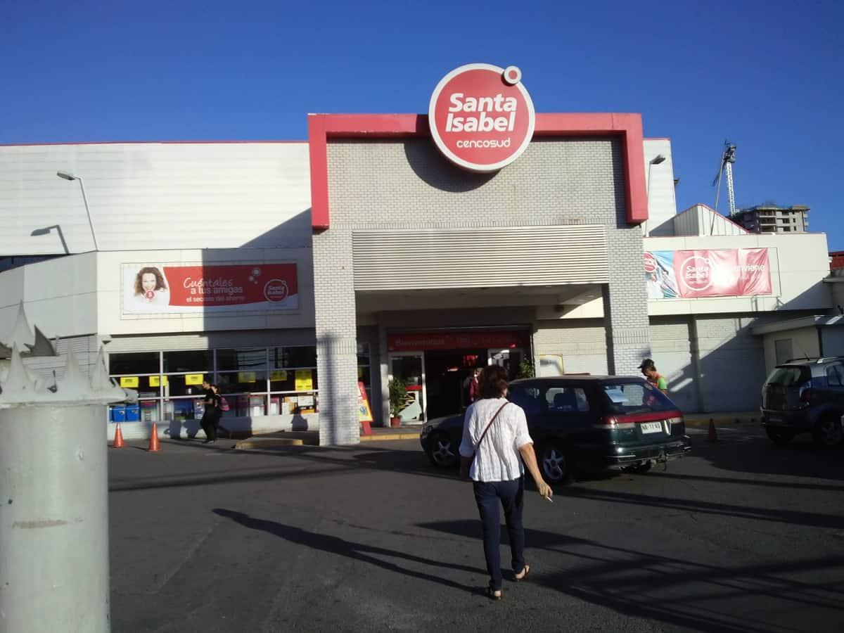 Cierran supermercado Santa Isabel de La Cisterna por brote de COVID-19