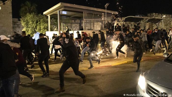Crece la tensión y el caos en Jerusalén tras enfrentamientos entre israelíes y palestinos en pleno Ramadán