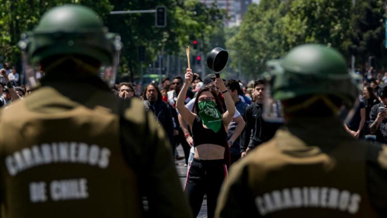 Fotógrafa denuncia brutal golpiza y amenazas de violación al grito de «lesbiana asquerosa» por parte de Carabineros en Valparaíso