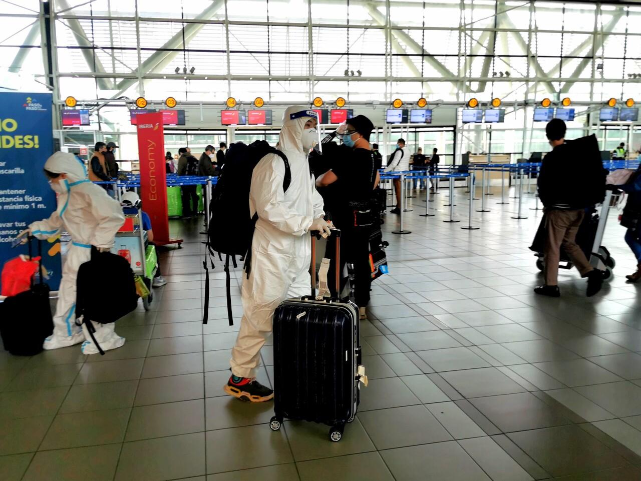 Hoteleros acusan desorganización de Minsal por caso de viajeros que tuvieron que cumplir cuarentena en su casa