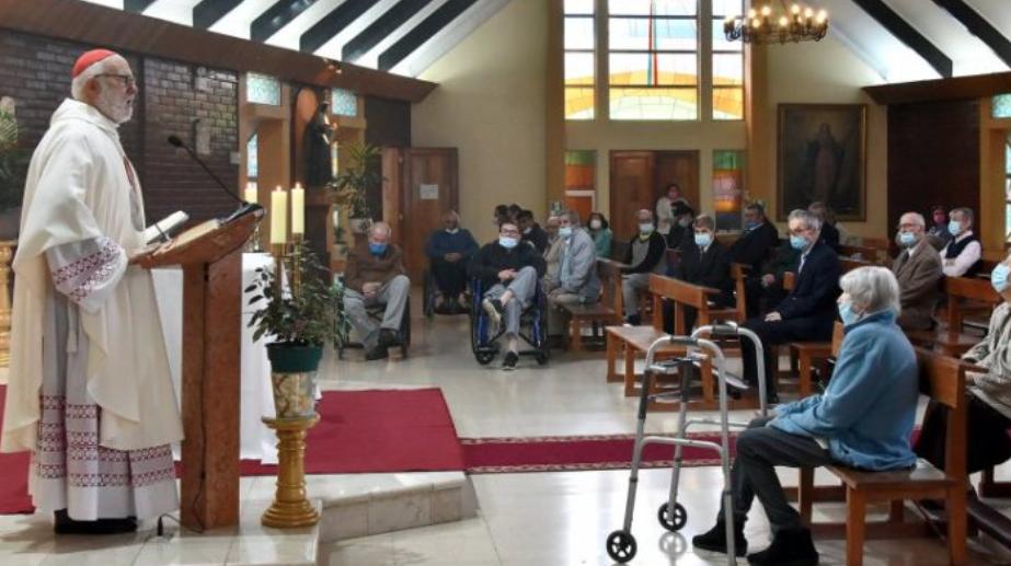 Hace dos semanas celebraba misa sin mascarilla y sin respetar aforo: Arzobispo de Santiago Celestino Aós da positivo para COVID-19