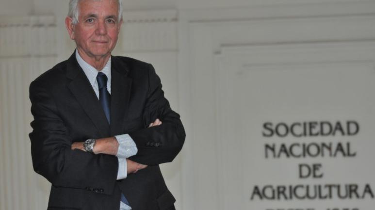 Presidente de la SNA, Ricardo Ariztía, preocupado por falta de mano de obra dice que «la idiosincracia del chileno es aceptar los bonos y no querer trabajar»