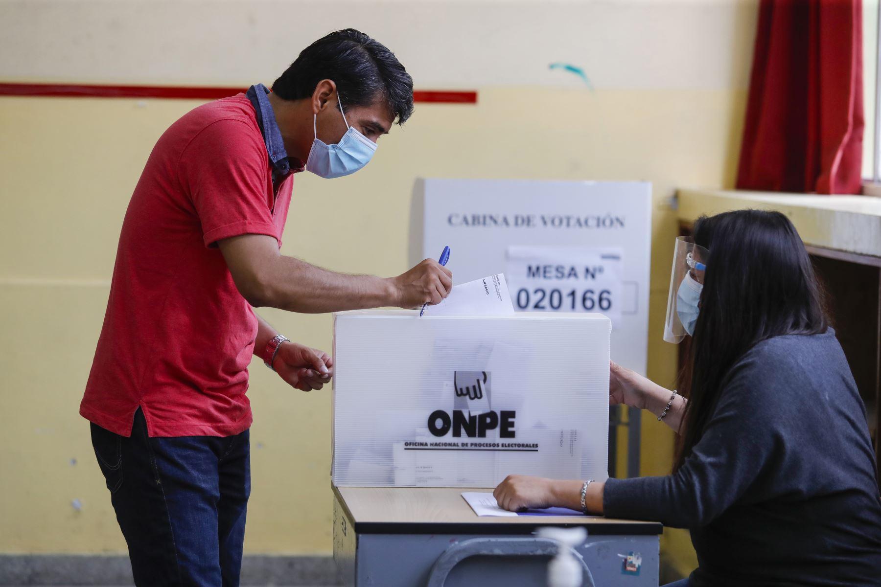 Domingo de elecciones en Suramérica: Bolivia, Perú y Ecuador reconfiguran sus escenarios políticos