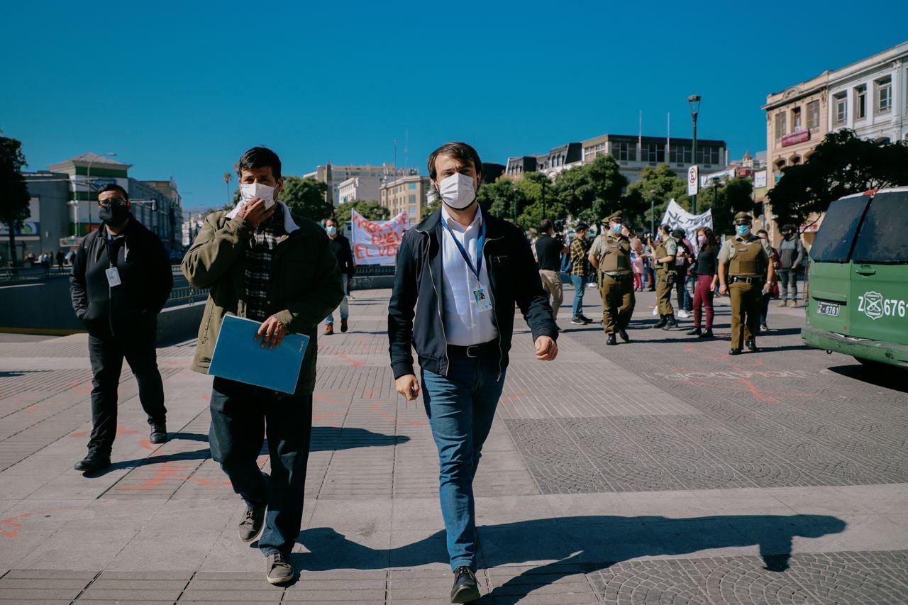 A 7 años del megaincendio de Valparaíso: Damnificados y alcalde Sharp exigen al Serviu que cumpla con soluciones habitacionales prometidas