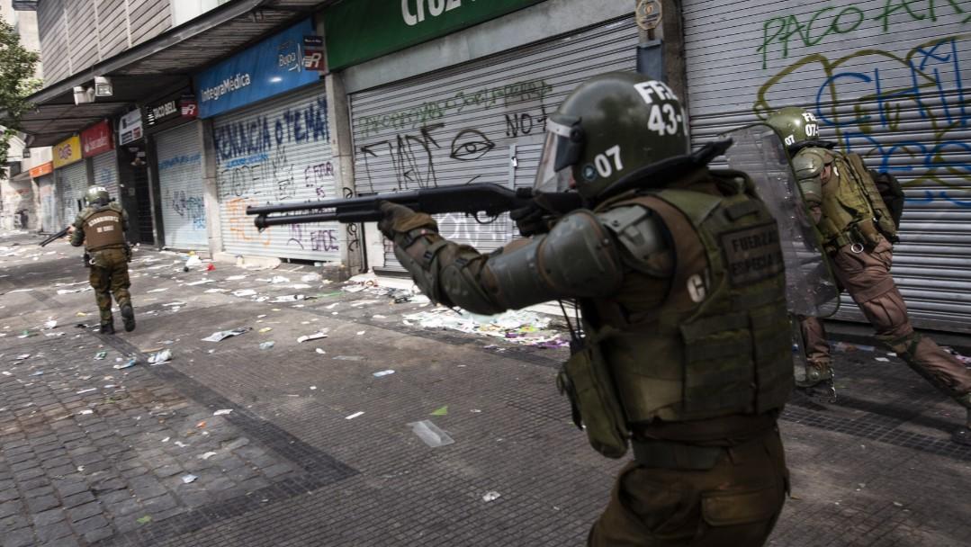 Personalidades francesas llaman a condenar las violaciones a los derechos humanos en Chile