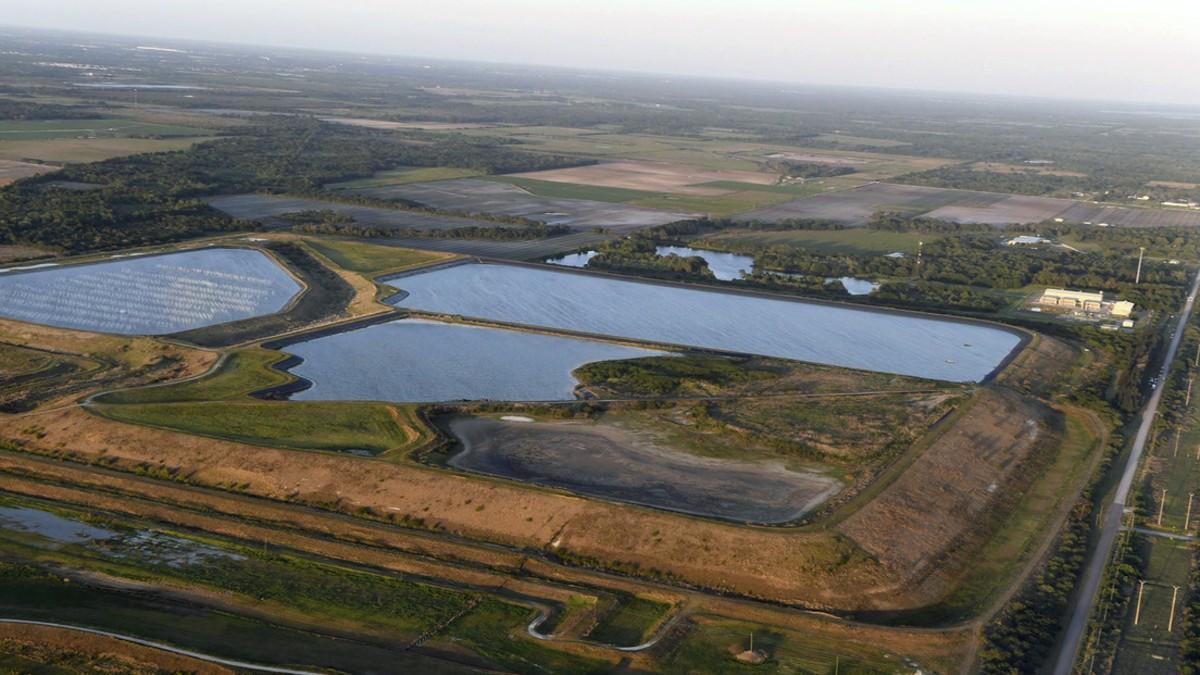 (Video) EE.UU.: Declaran emergencia en Florida por riesgo de colapso de una represa con agua contaminada