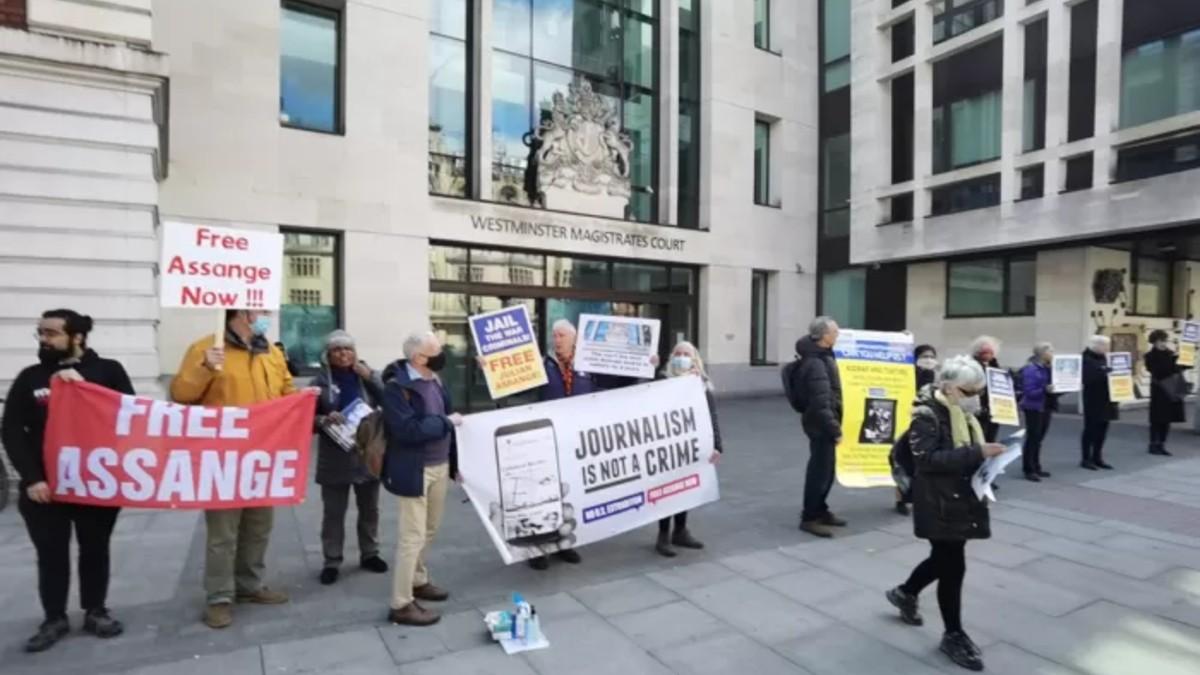 Protestan en Reino Unido tras cumplirse dos años de la detención de Julian Assange