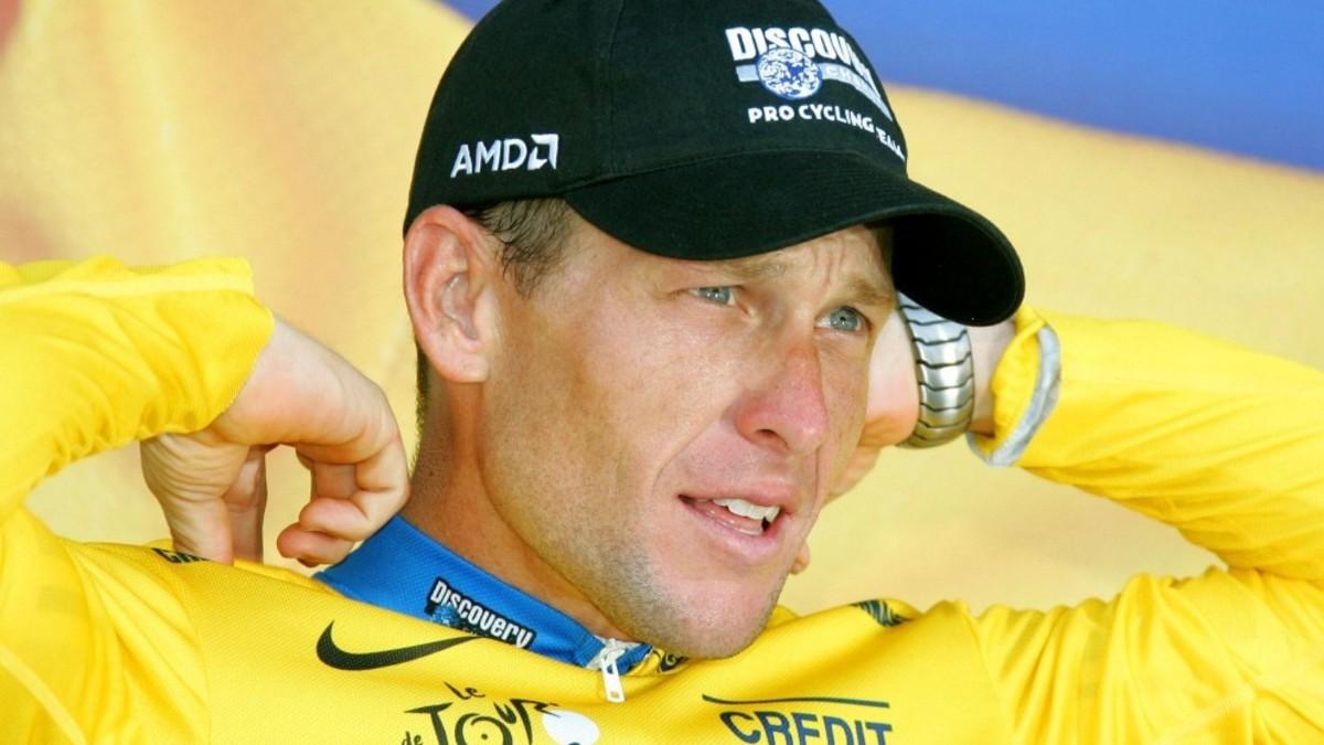 (Video) Acusan a exdeportista Lance Armstrong de usar un motor en su bicicleta