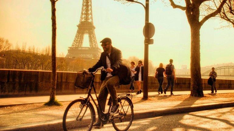 Francia dará primas en euros a quienes reemplacen sus autos por bicicletas