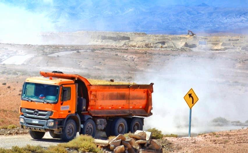 Arica-Putre: Denuncian peligrosa extracción ilegal de relaves mineros en Alto Copaquilla