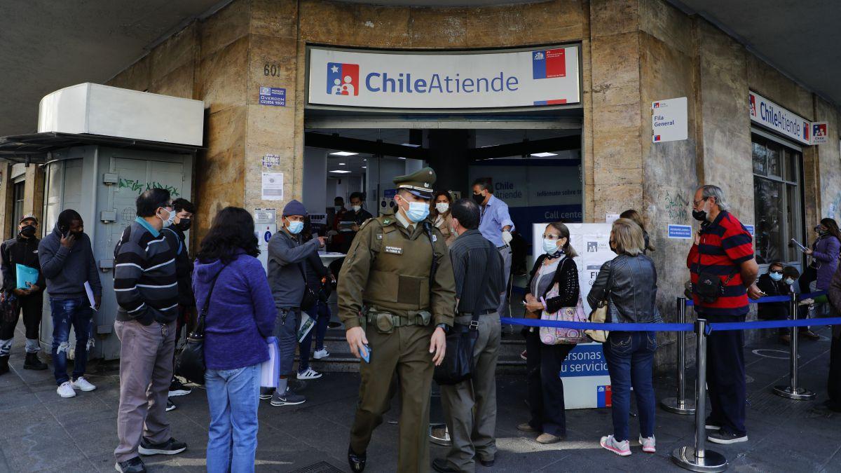 Reportaje de la BBC hace duras críticas hacia el sistema de apoyos sociales del gobierno de Chile para enfrentar la pandemia