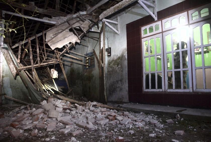 Se eleva a ocho la cifra de muertos por sismo magnitud 6.0 que sacudió Indonesia