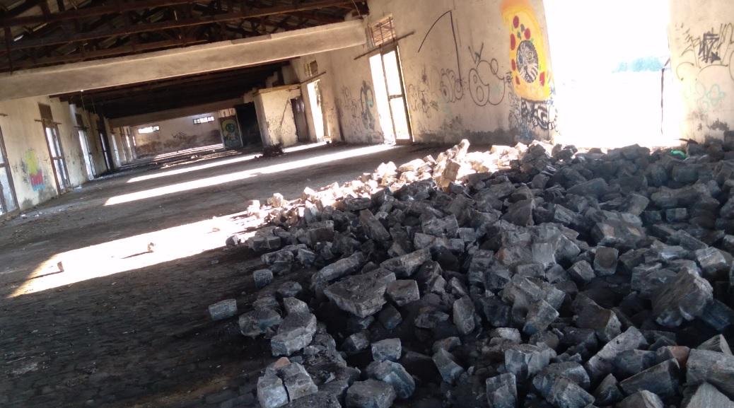 El Maule: Acusan grave daño patrimonial tras destrucción de bodega en estación de trenes de Teno