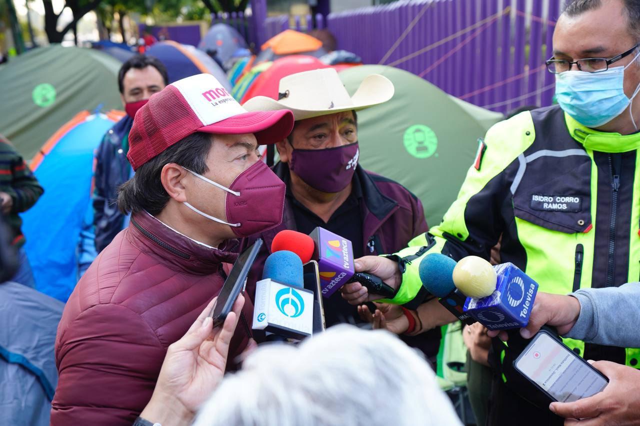 Salgado Macedonio llega a la CDMX en protesta por su candidatura; INE tiene hasta el martes para resolver