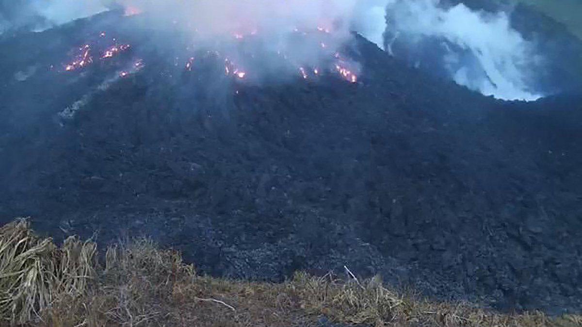 Volcán en San Vicente arroja nuevos flujos piroclásticos y mantiene en seria amenaza a la isla caribeña