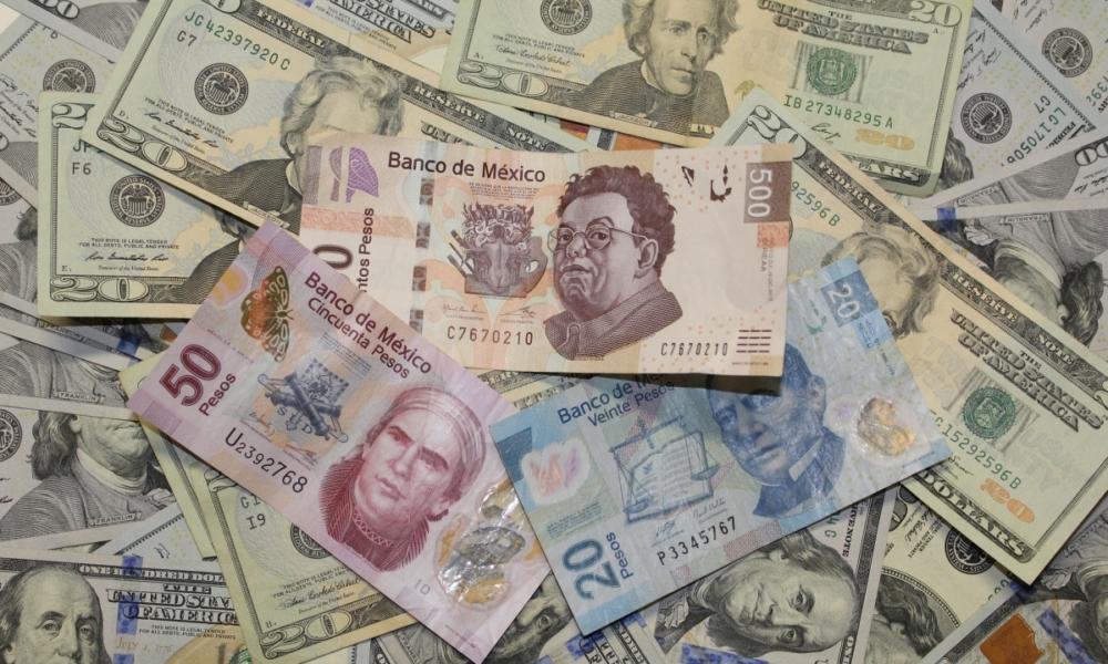 Debilidad del dólar aprecia al peso