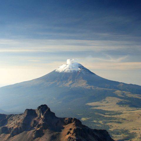 Volcán_popocatépetl_humeando_al_atardecer