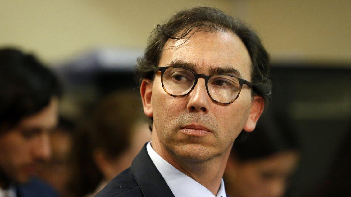 Ministro Figueroa defiende regreso a clases presenciales pese a cuestionamientos sobre su poca autocrítica en el manejo de la pandemia