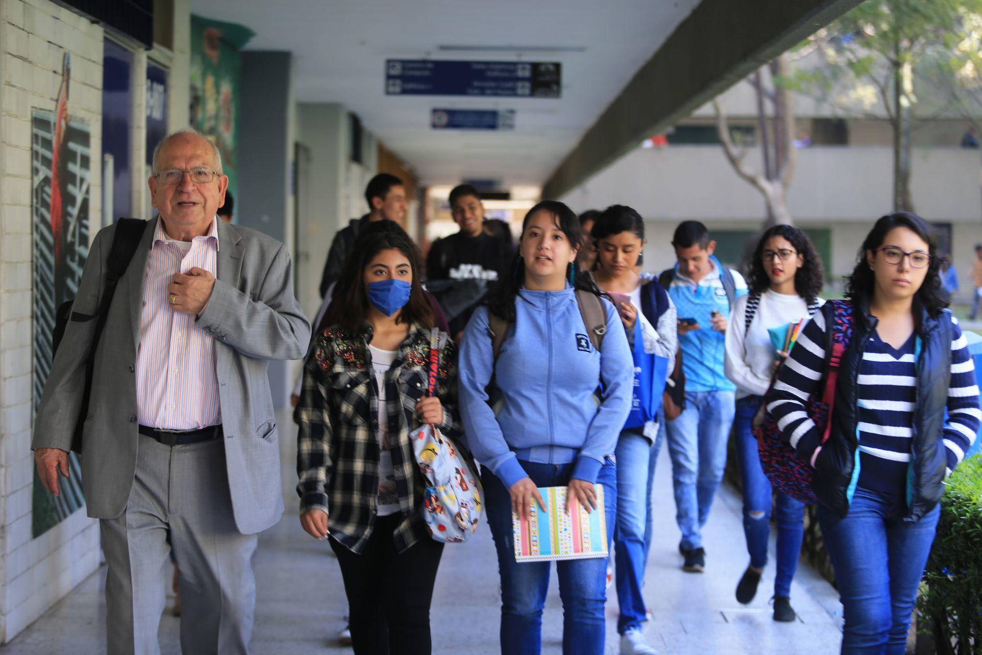 Estudiantes de universidades privadas, cada vez más cerca de regresar a clases presenciales