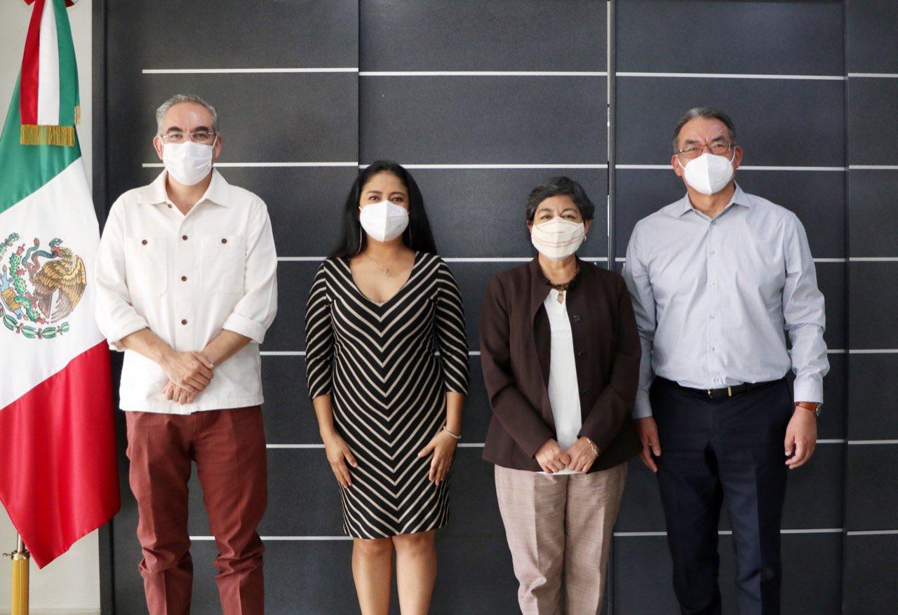Edad y enfermedades definirán vacunación de maestros en Puebla