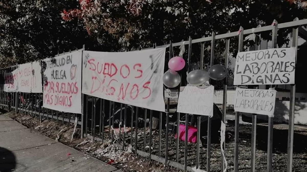 Trabajadores de Clínica Intersalud de Rancagua se mantienen en huelga para exigir mejoras en condiciones laborales y salarios