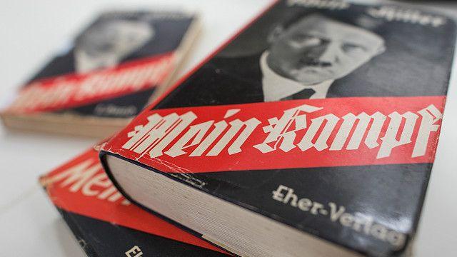 """Reedición de """"Mi lucha"""" el manifiesto racista de Adolf Hitler desata polémica en Francia"""