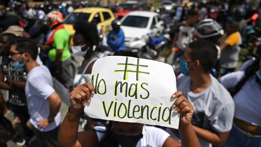 """En Colombia convocan a nueva """"gran movilización"""" social por el cese de la brutalidad policial y cambio del modelo económico"""