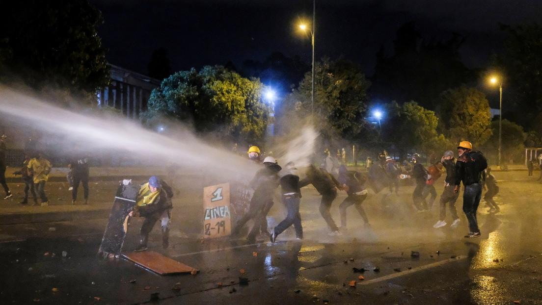 Noche de represión en Bogotá deja al menos 11 heridos: Organización internacional de DD.HH. denuncia represión brutal