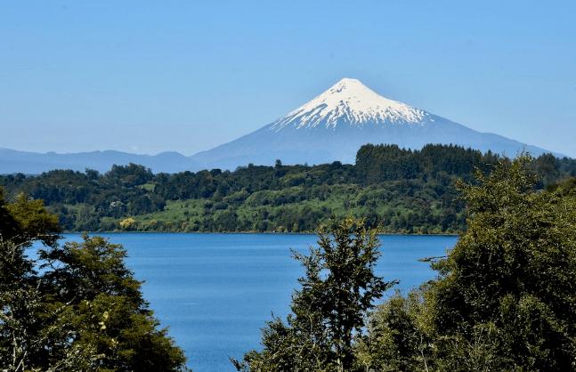 Corte Suprema acoge reclamo de comunidad mapuche contra instalación de salmonera en el Lago Villarrica